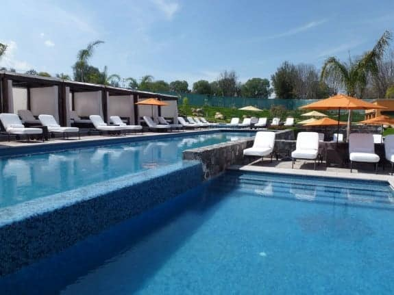 Swimming pool with orange accents at Rosewood Hotel in San Miguel de Allende