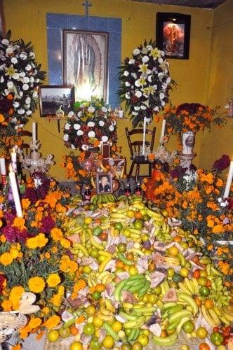 Home altar in Santa Fe de la Laguna