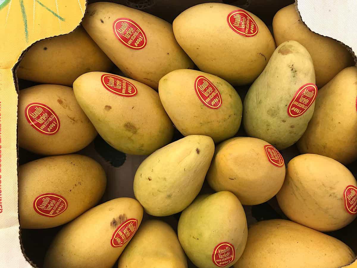 A box of Ataulfo mangos.