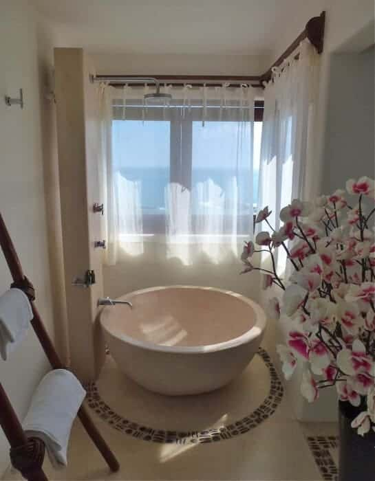stylish bath at Zoa resort, Mazunte, Mexico