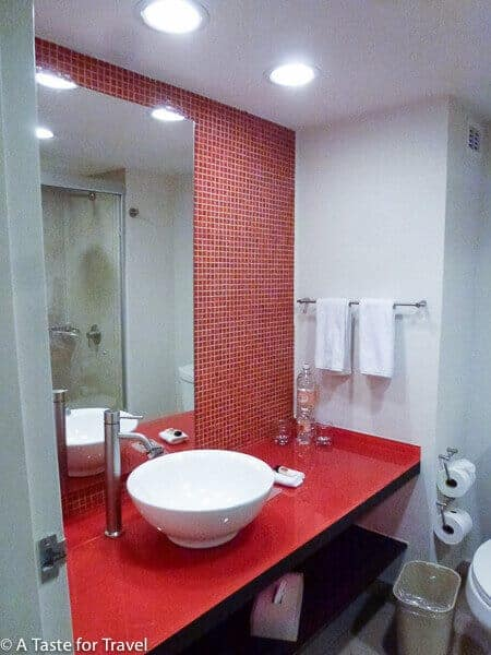 Fiesta Inn Aeropuerto washroom Building D
