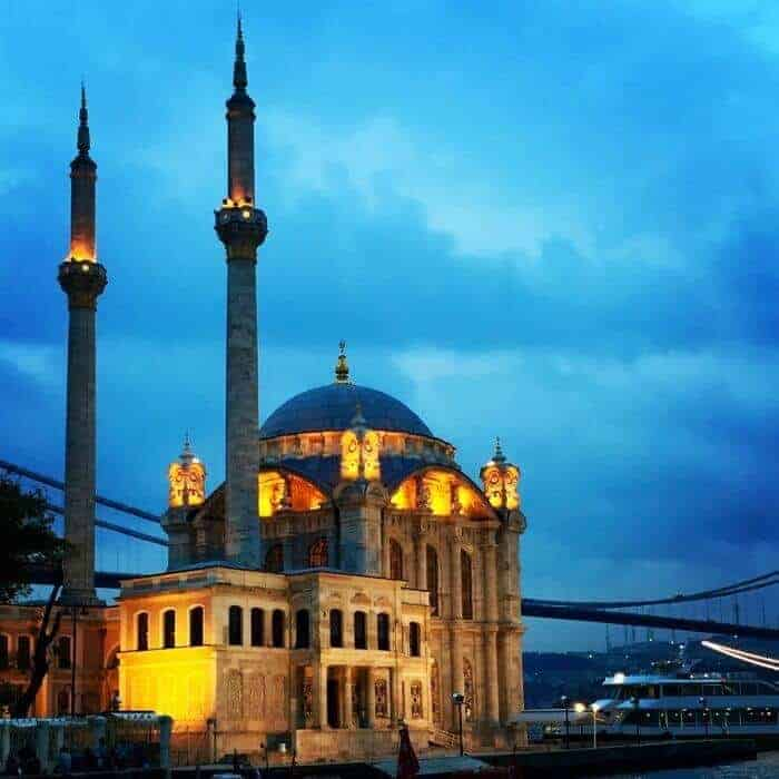 Elegant Ortakoy Mosque was built by Architect Nigoğos Balyan between 1853 and 1855
