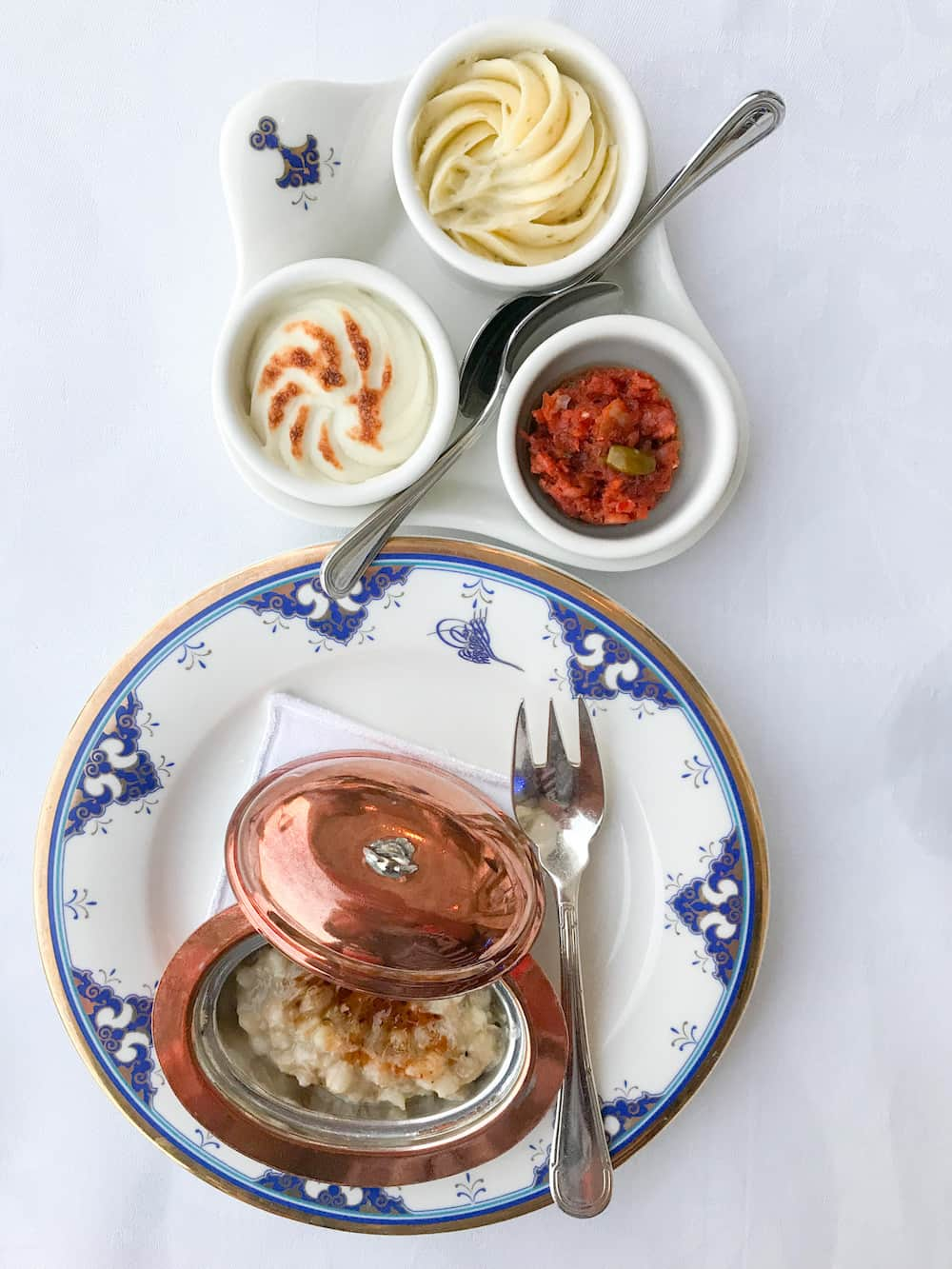 Specially designed plates incorporate a motif based on the Ottoman sultans' imperial seal.