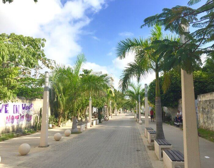 View north along 5th Avenue in the Nueva Quinta neighbourhood of Zazil-ha in Playa del Carmen
