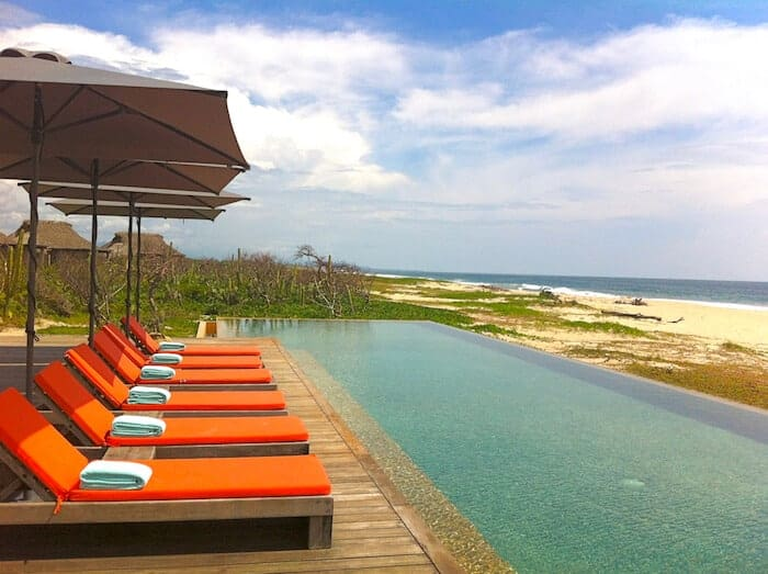 Orange lounge chairs and swimming pool at Hotel Escondido in Puerto Escondido