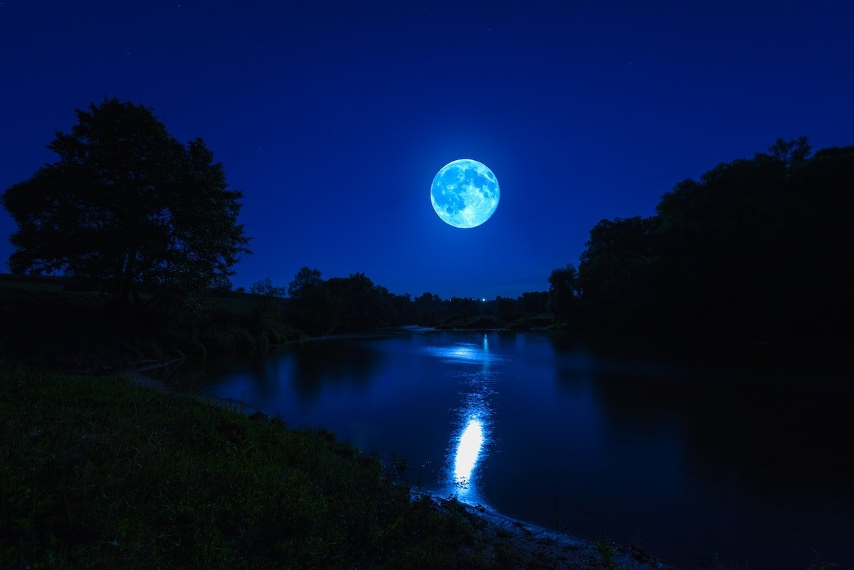 Experiencing a moonlit night over a lagoon is a top thing to do in Puerto Escondido at night.