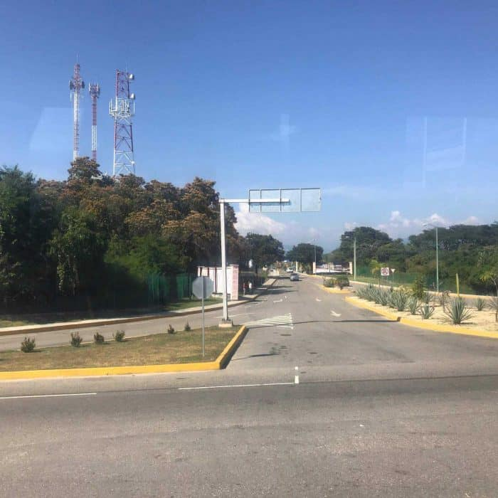 Huatulco Airport (HUX) highway entrance