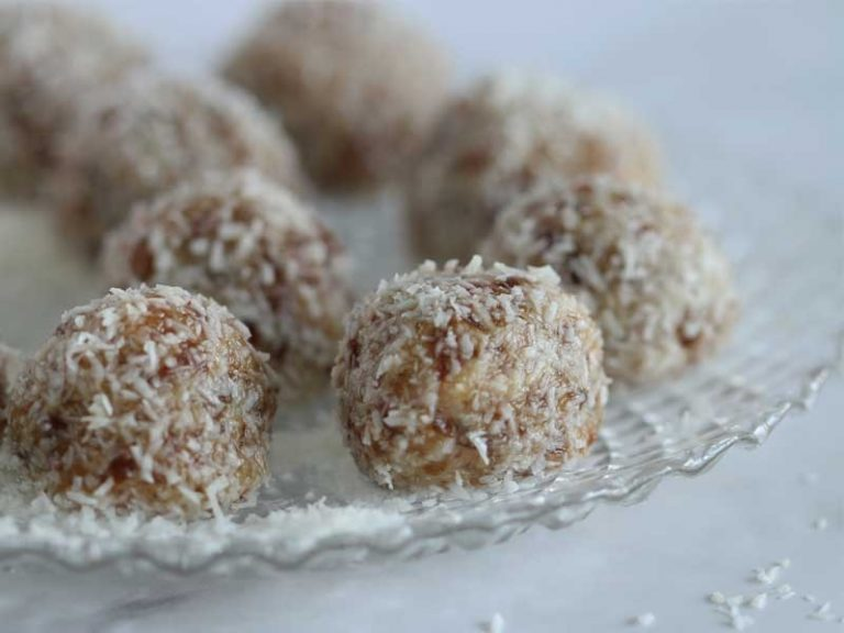 These no-bake healthy energy balls are packed with dates, tahini and coconut