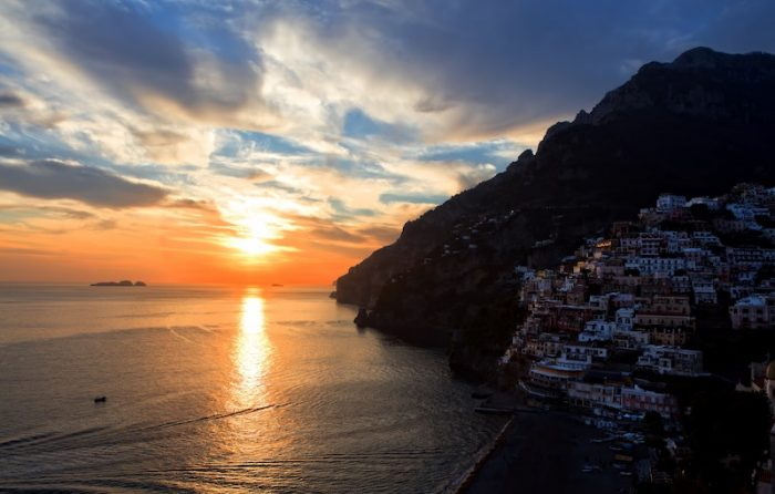 Romantic Sunset in Positano Credit ricardo-gomez-angel-unsplash