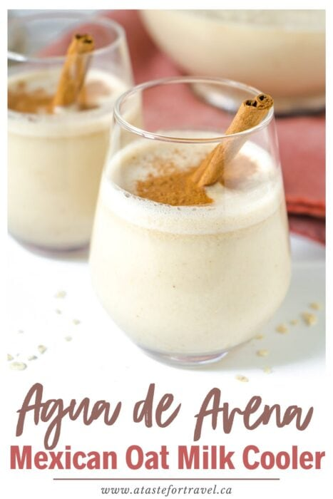 Two glasses of oat milk on a table with text overlay of Agua de Avena