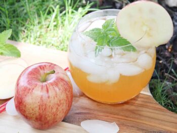glass of apple cider mojito outdoors