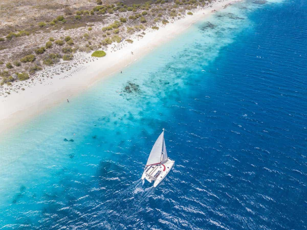 A romantic thing to do on Bonaire is go sailing the islands. Credit: Tourism Corporation Bonaire)
