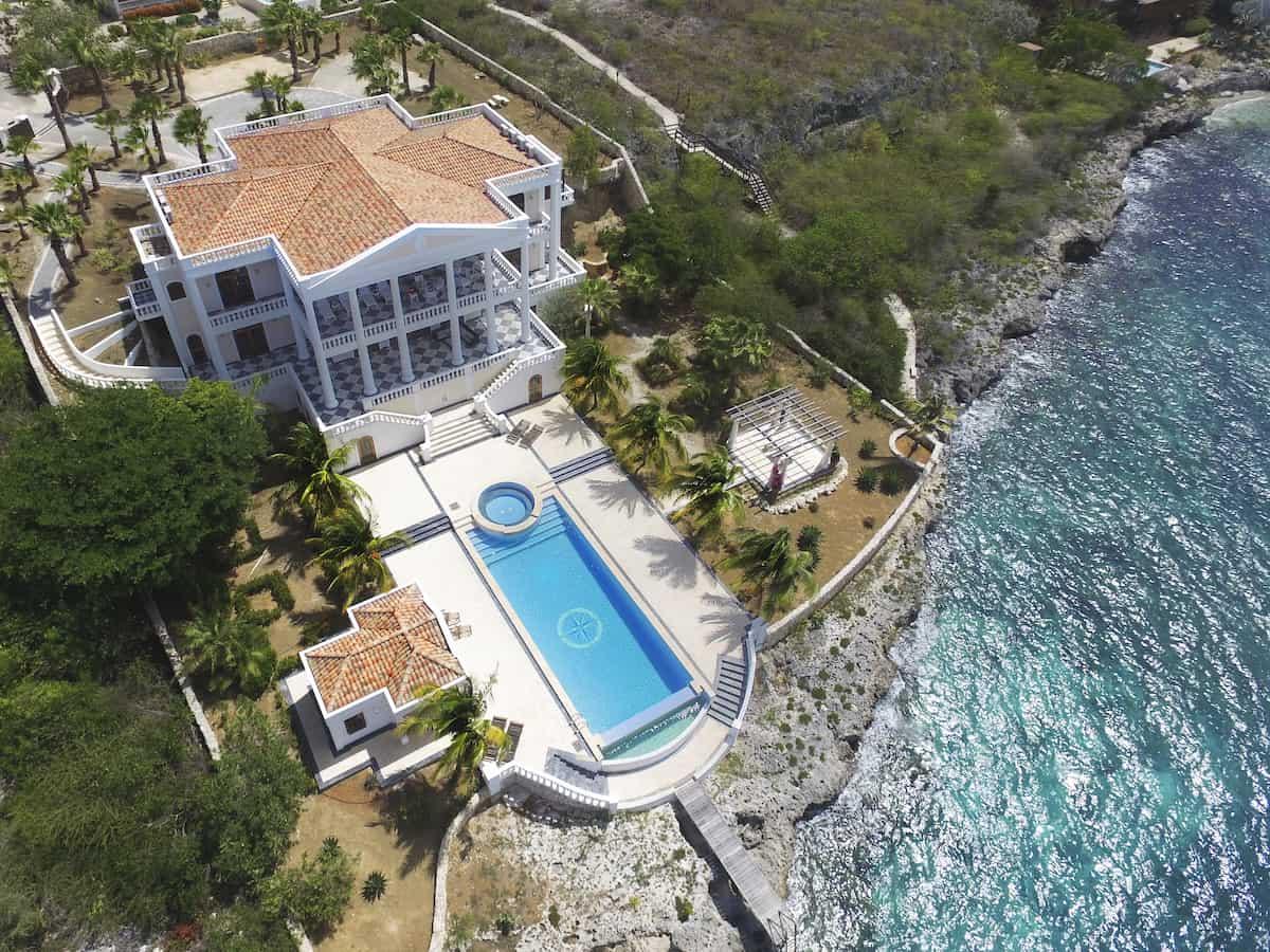 Aerial view of a luxury villa on Bonaire. Credit: SunRentals Bonaire)
